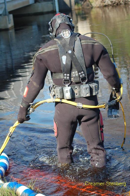 bridge-inspection-diver